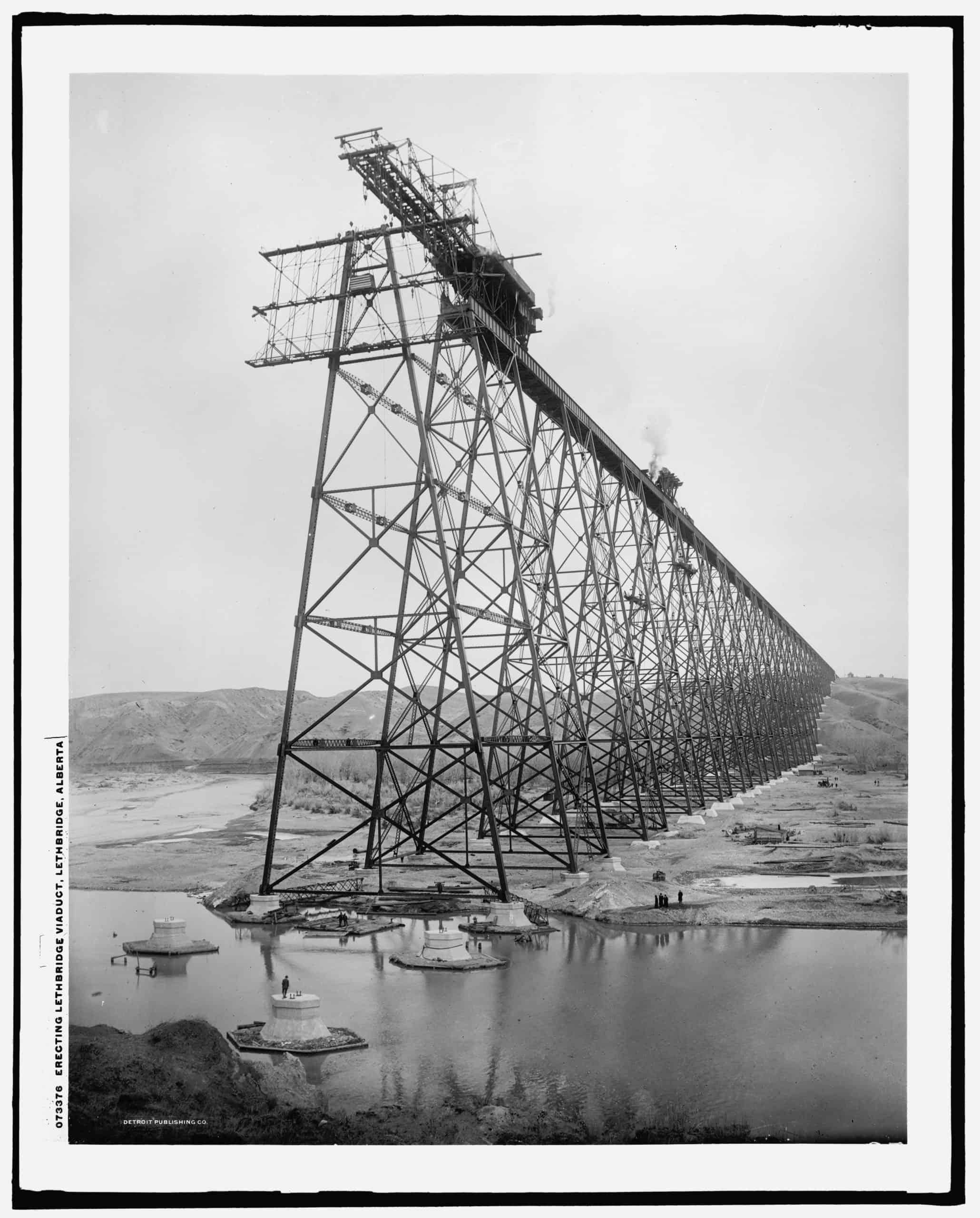 Erecting Lethbridge viaduct, Lethbridge, Alberta, Detroit Publishing Co., between 1907 and 1909